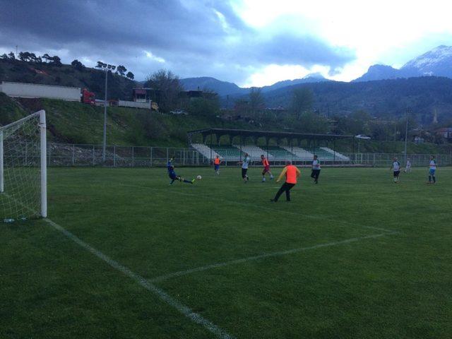 Pozantı'da veteranlar maçı
