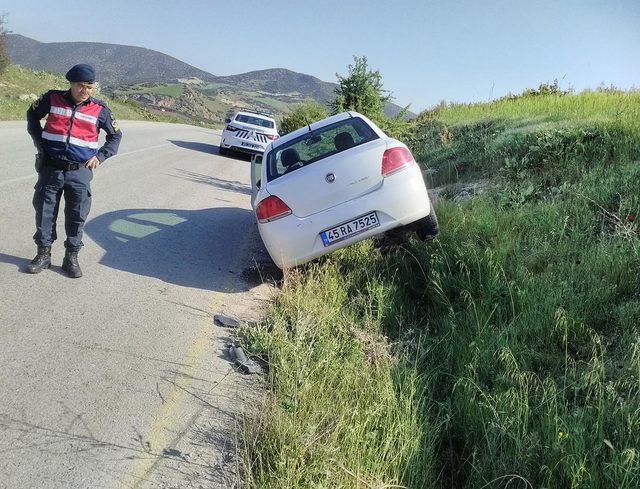 Kula'da 2 otomobil çarpıştı: 3 yaralı