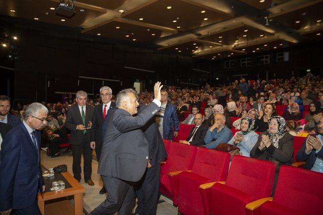 Başkan Büyükkılıç, Kayseri Kız Anadolu İmam Hatip Lisesi'nin mezuniyet törenine katıldı