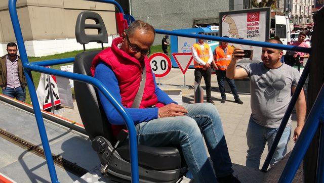 Trafik Haftası'nda simülasyon araçta kazayı yaşadılar