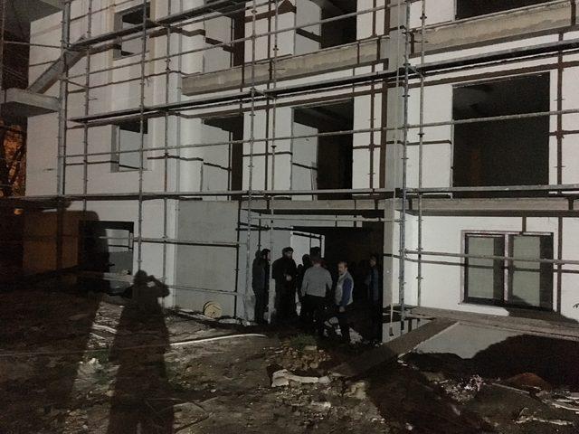 Asansör boşluğuna düşen inşaat işçisi, öldü