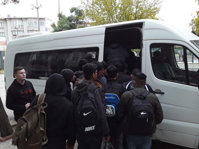Keşan'da 23 kaçak yakalandı, 1 organizatör tutuklandı