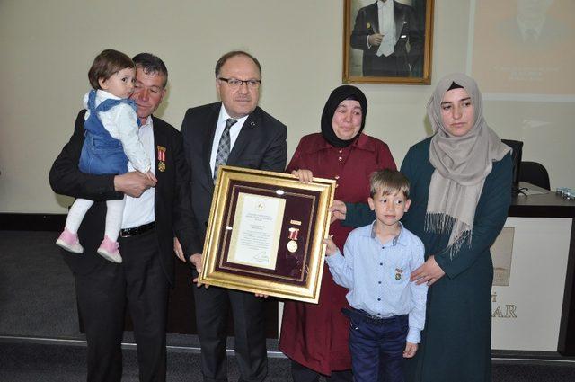 Afyonkarahisar'da şehit ailelerine Devlet Övünç Madalyası