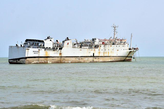 Mersin'de karaya oturan gemiyi kurtarma çalışmaları sürüyor