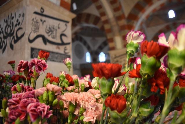 Eski Cami çiçeklerle donatıldı, kılıçlı hutbe okundu