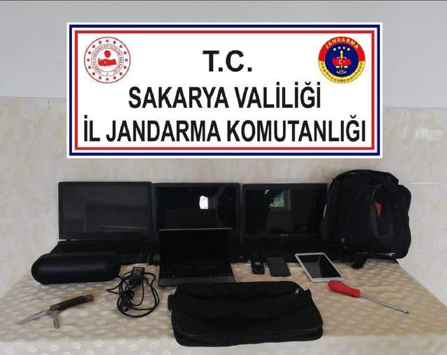 Okullardan para ve bilgisayar çalan hırsız yakalandı
