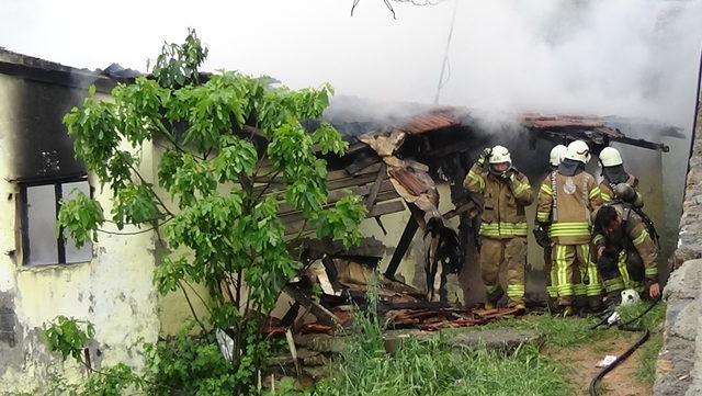 Tuzla'da kullanılmayan binada yangın