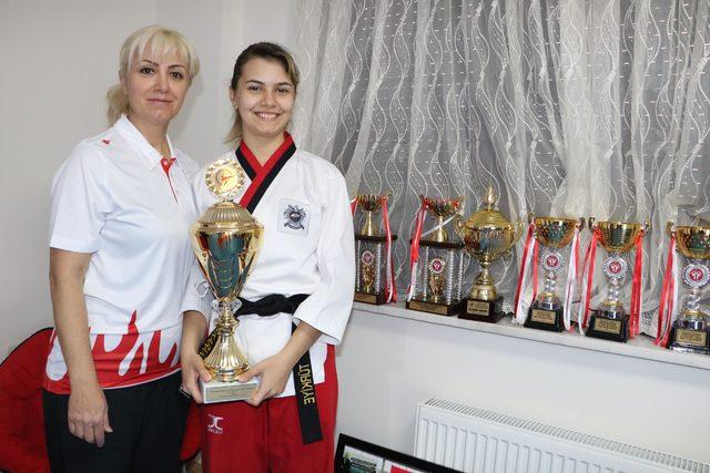 Antrenör annesiyle 9 yılda 121 madalya kazandı