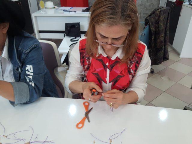 Engelli kadınlardan 'mor bileklik' ile farkındalık çalışması