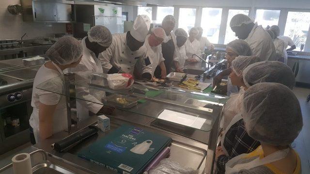 Vanlı öğrenciler Akdeniz mutfağını Paris'te öğrendiler