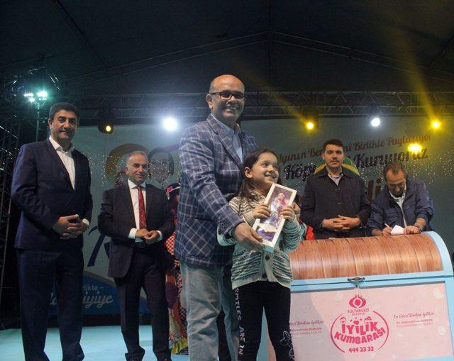 Sultangazi'de 'iyilik' yapan çocuklar ödüllendiriliyor