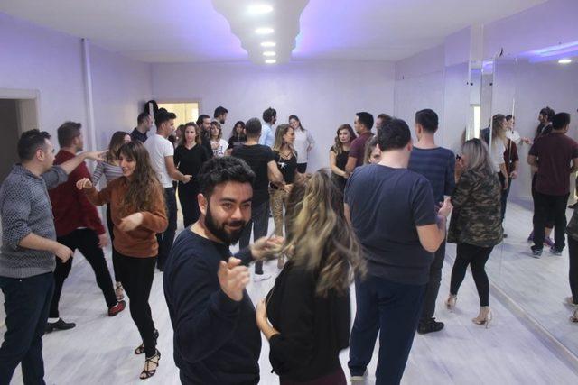 Ercan Kaya Dans Akademisine yoğun ilgi