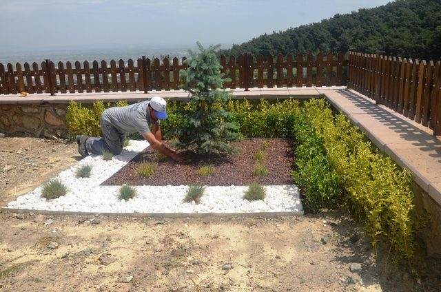 Yunusemre'de park ve bahçeler yaza hazırlanıyor