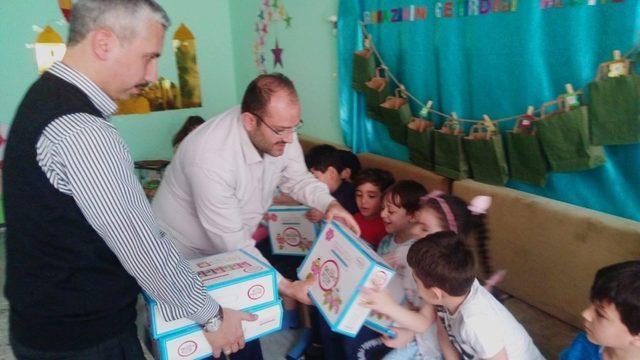 Ramazan ayında öğrencileri sevindiren hediye