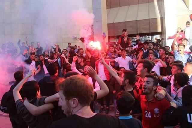 Van Büyükşehir Belediyespor'un final coşkusu