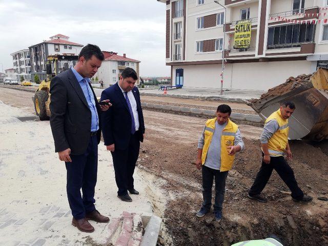 Başkan Sarıkurt yol çalışmalarını inceledi