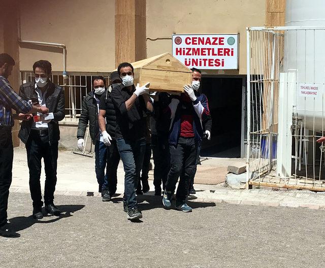 Sivas'ta KKKA şüphesiyle tedavi gören 2 kişi öldü