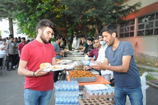 Batman Üniversitesi'nden öğrencilere iftar
