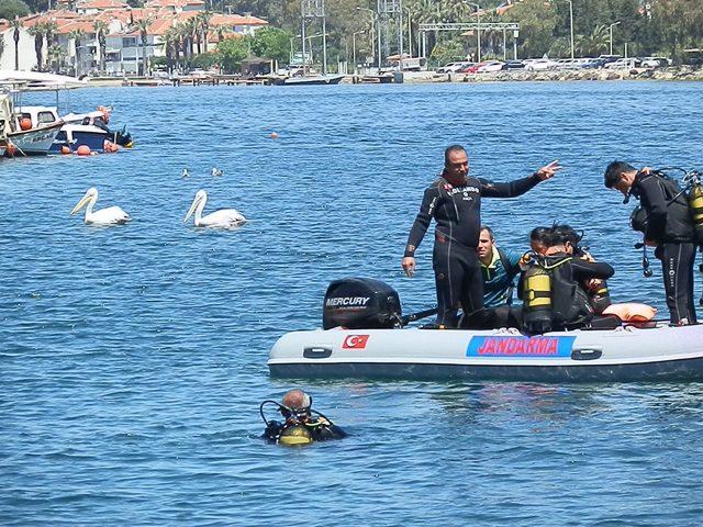Foça'da denizden karyola ve sandalyeler de çıktı