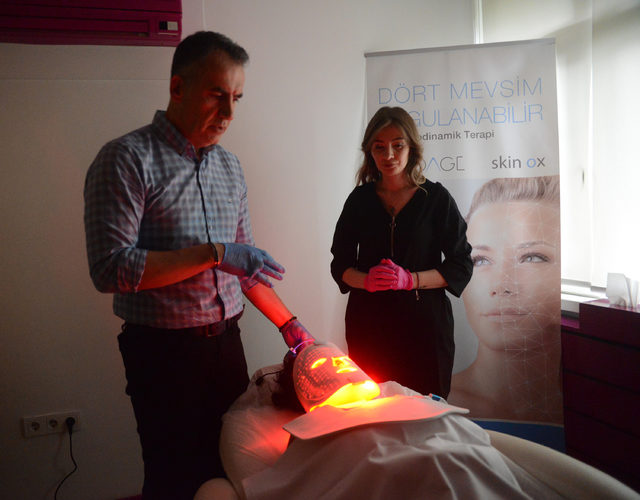 Akne ve leke tedavisinde 'ışık terapi' yöntemi