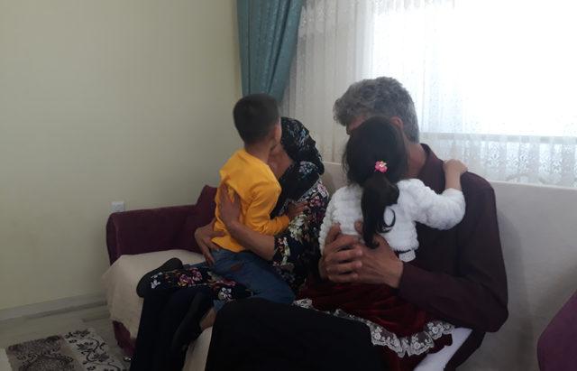 20 yıllık çocuk hasretini koruyucu aile olarak bitirdiler