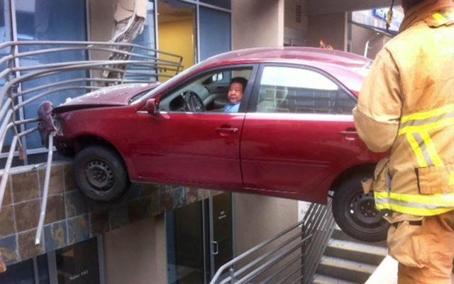 07-man-stuck-in-his-car-731x487-44754