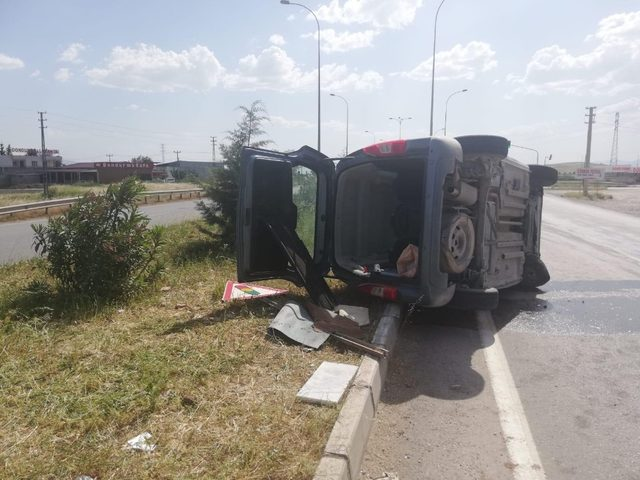 Hafif ticari araç devrildi 1 ölü 3 yaralı