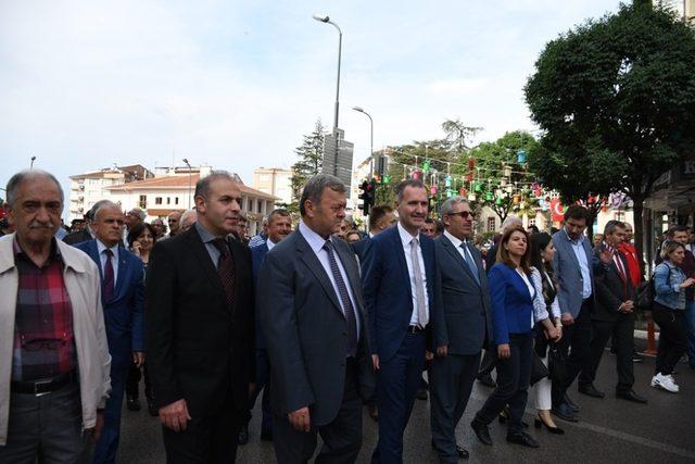 İnegöl'de 19 Mayıs coşkusu gençlik yürüyüşü ile başladı