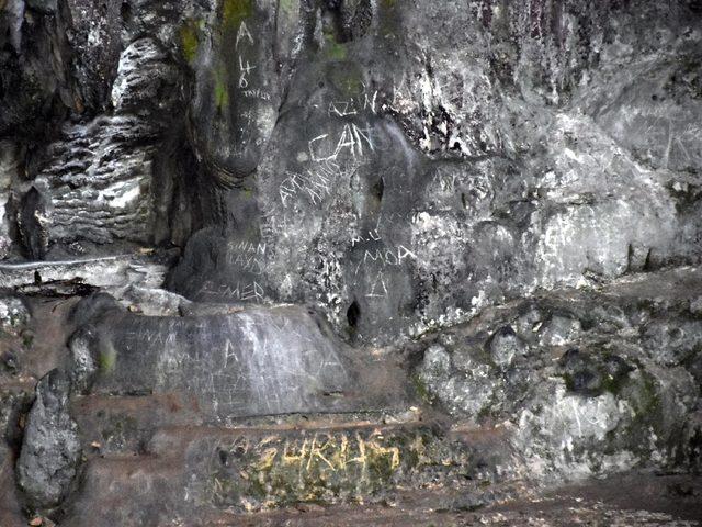 12 bin yıl öncesinden insan izlerinin bulunduğu mağaradaki vandallık sürüyor
