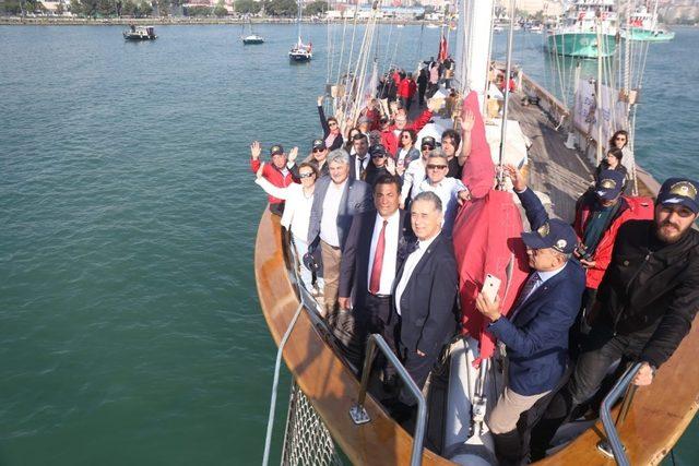 STS Bodrum okul gemisi Samsun'da