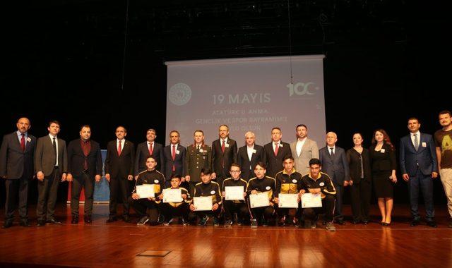 19 Mayıs Atatürk'ü Anma, Gençlik ve Spor Bayramı Sultanbeyli'de törenlerle kutlandı