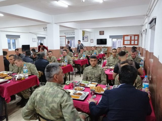 İran sınırındaki Mehmetçikle iftar