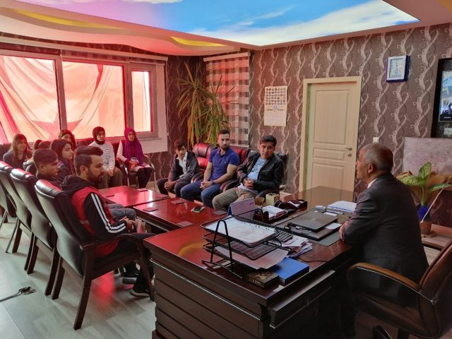 Gençlerden Başkan Ensari'ye ziyaret
