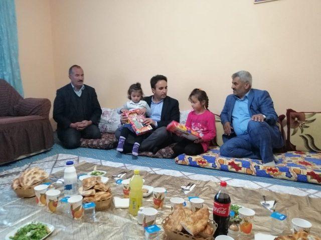 Kaymakam Dundar, 6 çocuklu aileye misafir oldu