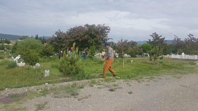 Tosya'da Bayram öncesi mezar temizliği başladı