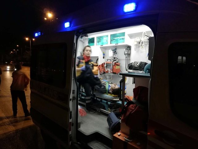 Motosikletler otomobille çarpıştı: 2 yaralı