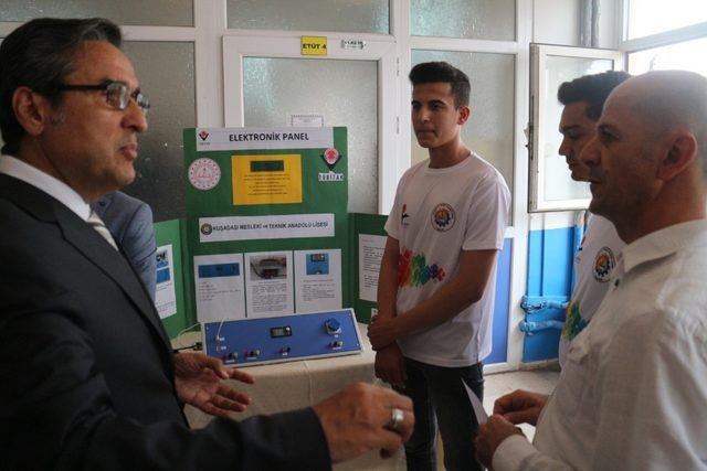 Kuşadası MTAL öğrencileri projelerini TÜBİTAK Bilim Fuarında sergilendi