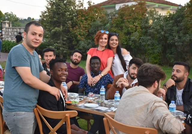 Yalova polisi öğrencilerle, 'Birlik Sofrası'nda buluştu