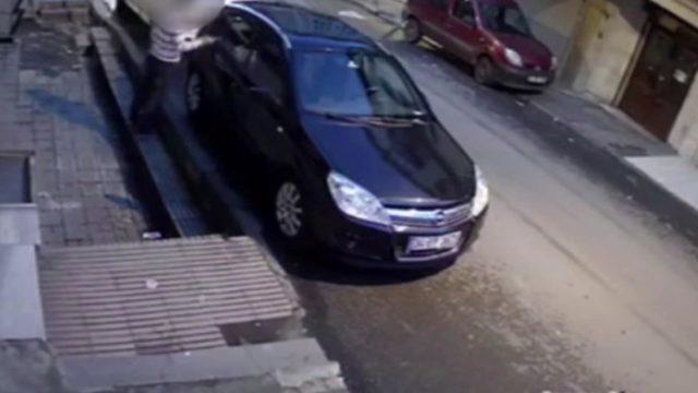 Fatih'te otomobillerden hırsızlık yapan şüpheli kamerada