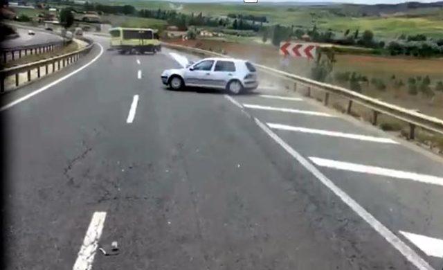Kırıkkale'de otomobil minibüse çarptı: 8 yaralı (2)