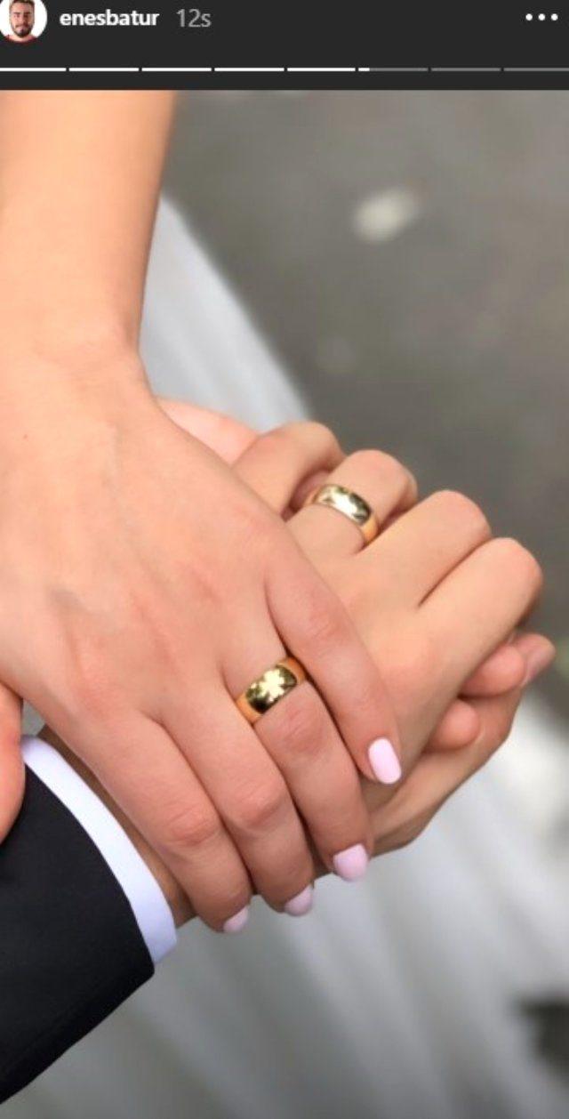 unlu-youtuber-enes-batur-tulu-baci-ile-evlendi-12076712_1777_m