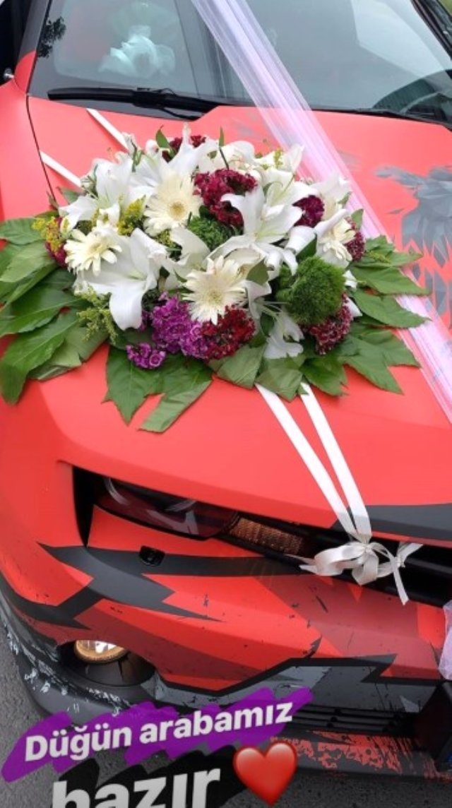 unlu-youtuber-enes-batur-tulu-baci-ile-evlendi-12076712_2725_m