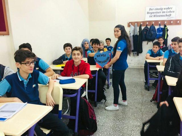 Öğrenciler harçlıklarıyla LÖSEV'e destek oldu