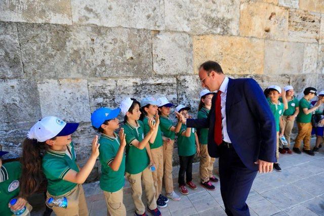 Başkan Örki öğrencilerle müzeleri gezdi