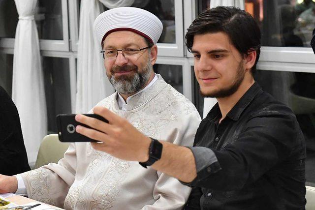 Diyanet İşleri Başkanı Erbaş: Sosyal medyayı hayırlı yolda kullanmalıyız