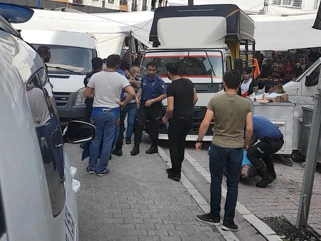 Esenyurt'ta pazarda minibüs arbedesi: Polis biber gazı kullandı