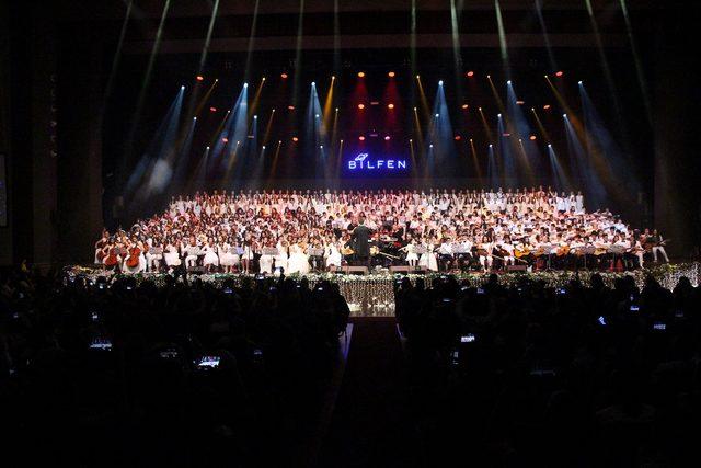 Kubat, 500 çocukla aynı sahneyi paylaştı