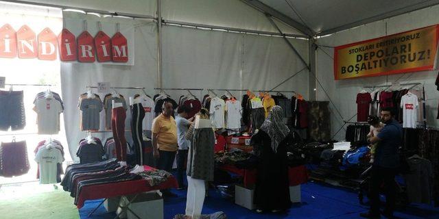 Ramazan Bayramı öncesi indirim çadırlarına yoğun ilgi