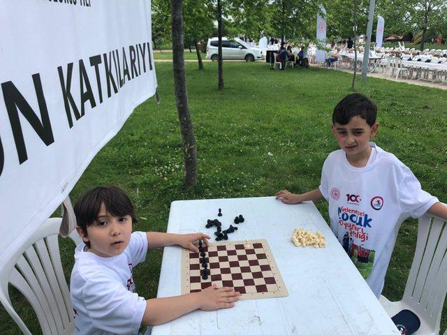 1919 kişi, satranç oynadı