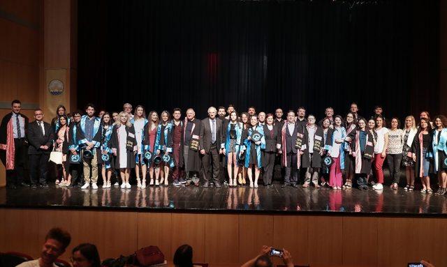 Trakya Üniversitesi Devlet Konservatuvarının genç sanatçılarının mezuniyet heyecanı